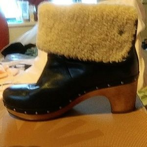 Uggs black leather boots that fold up or down.